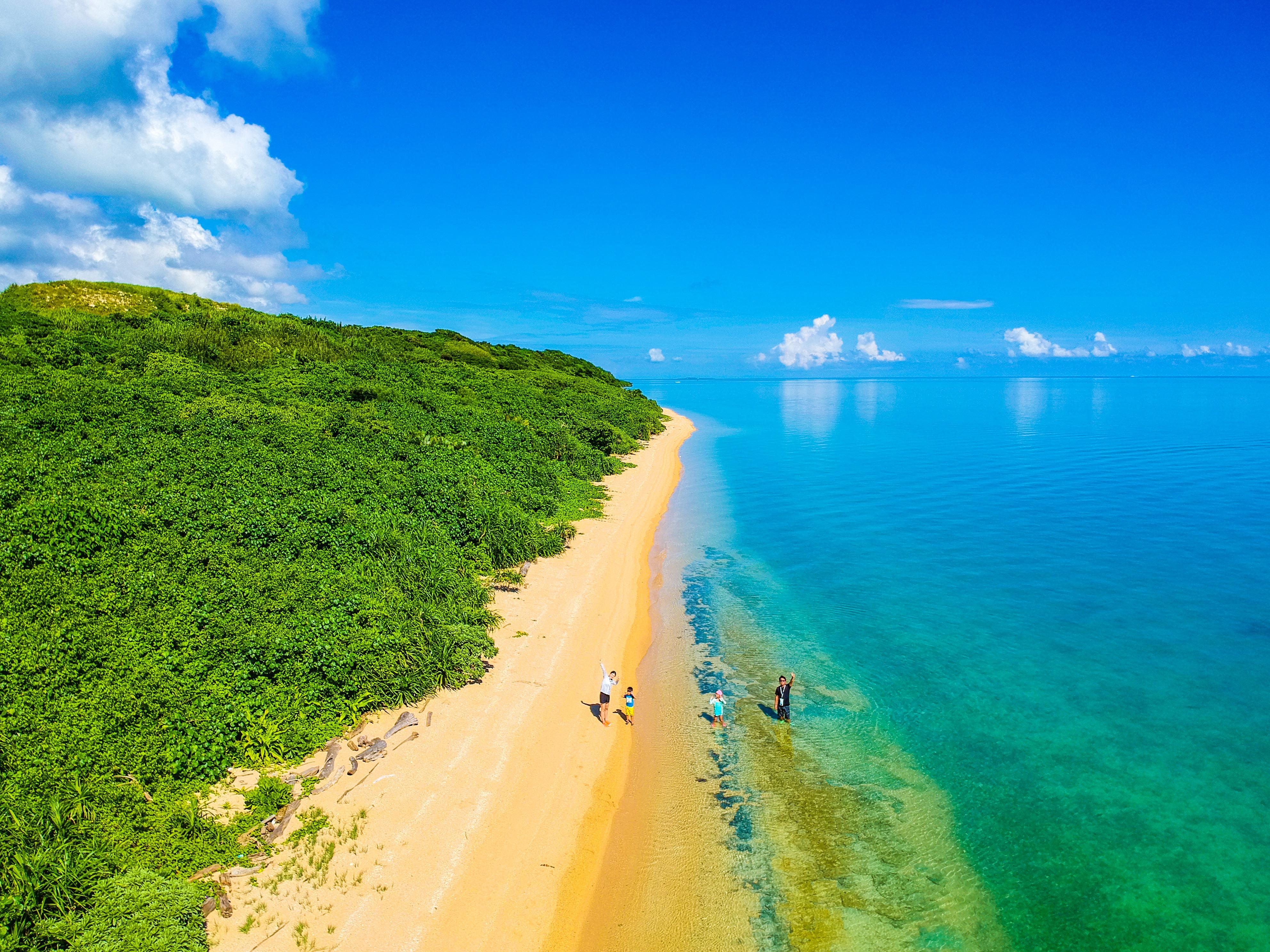 上空から小浜島を撮影