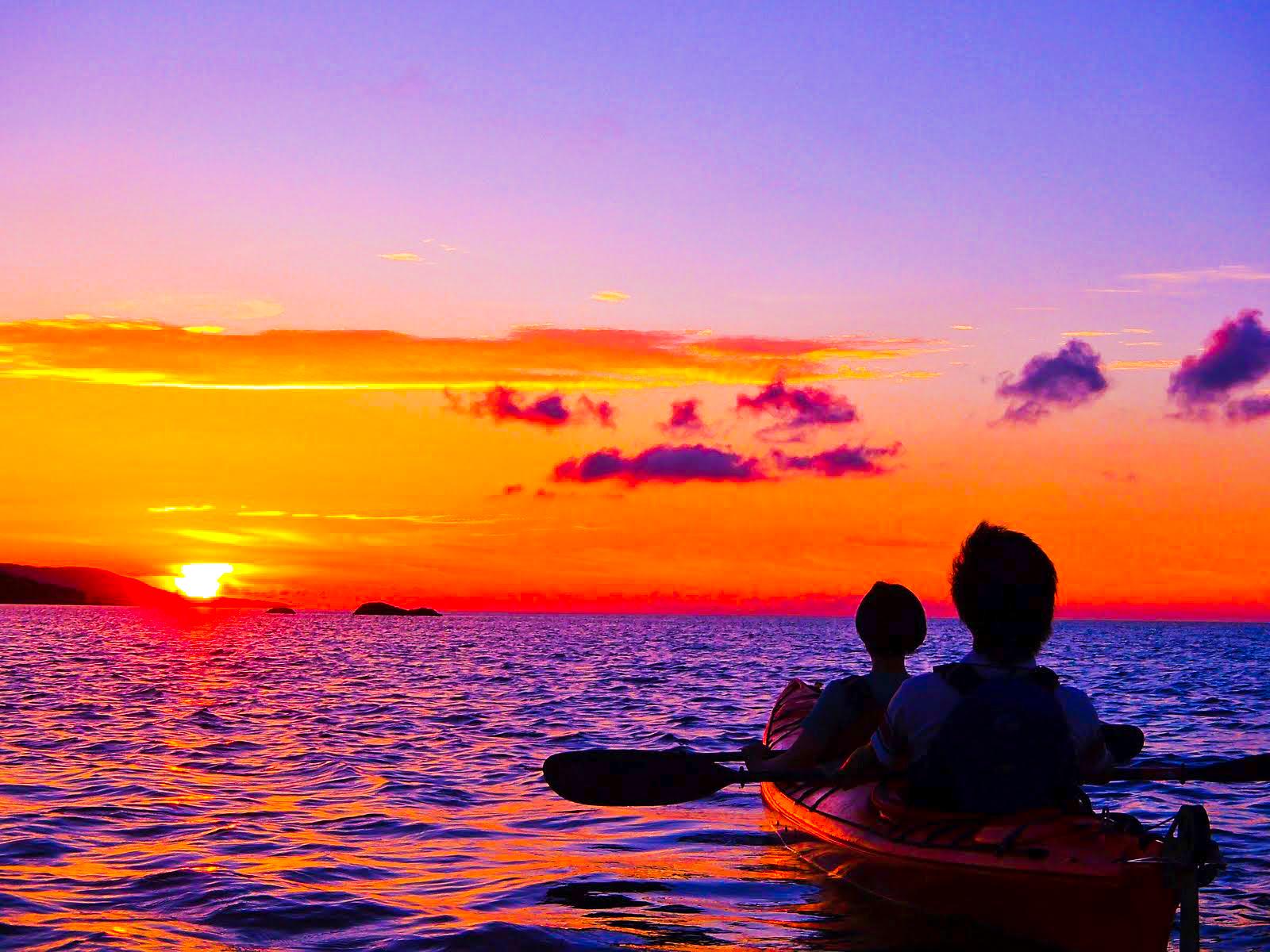 サンセットをカヌーに乗りながらで見る