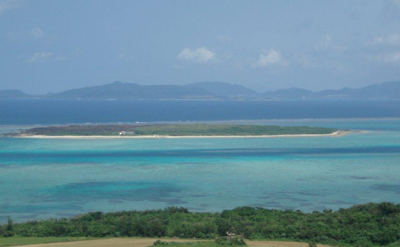 小浜島から見る嘉弥真島