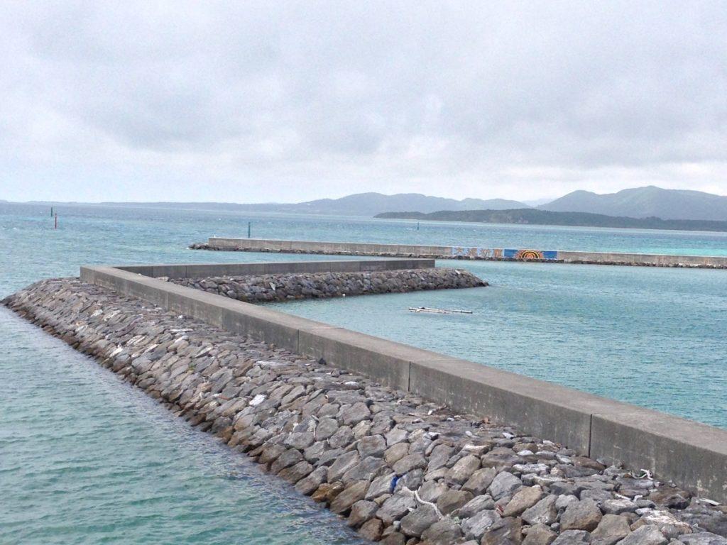 細崎海岸の防波堤