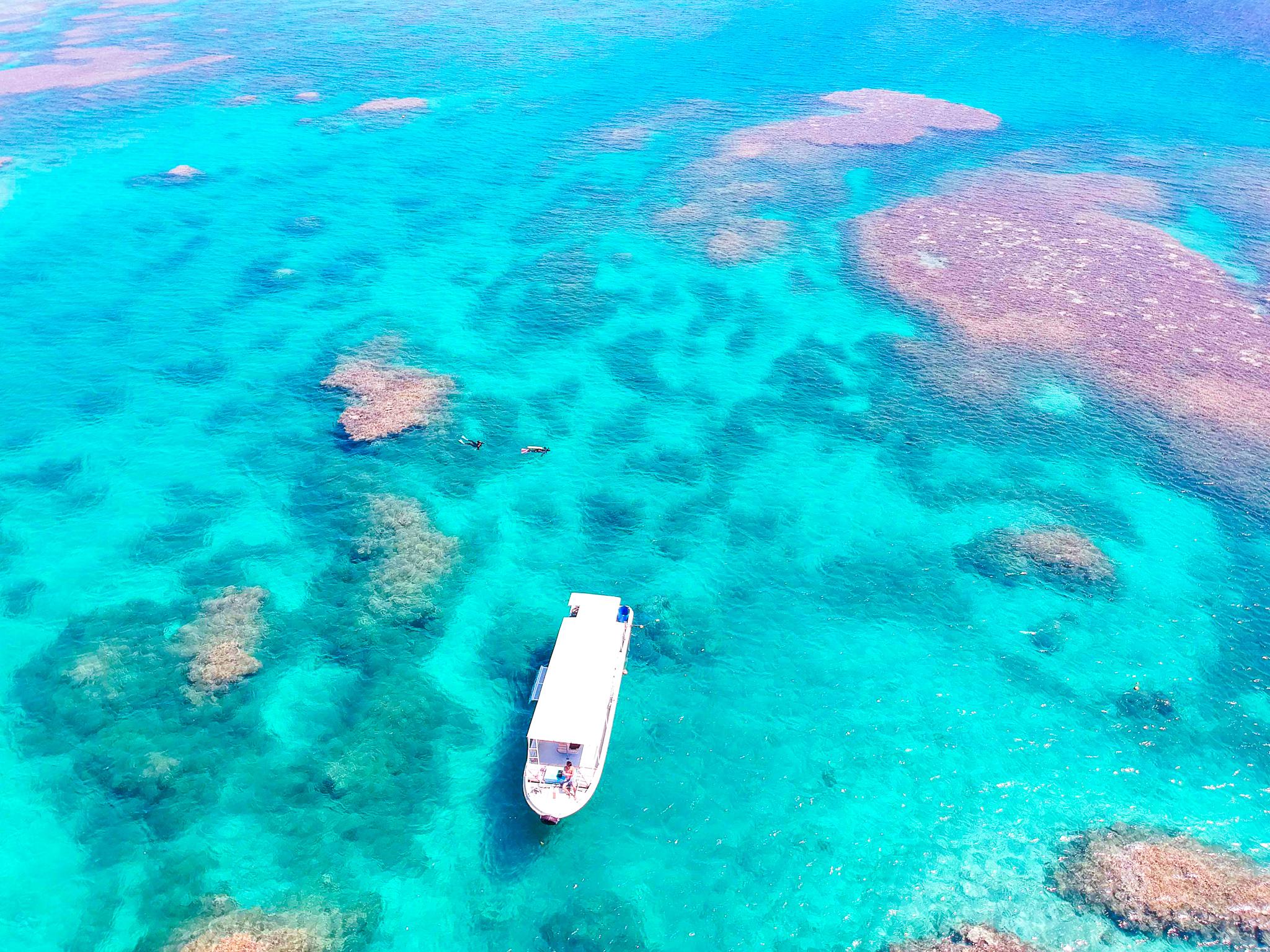 エメラルドグリーンの小浜島