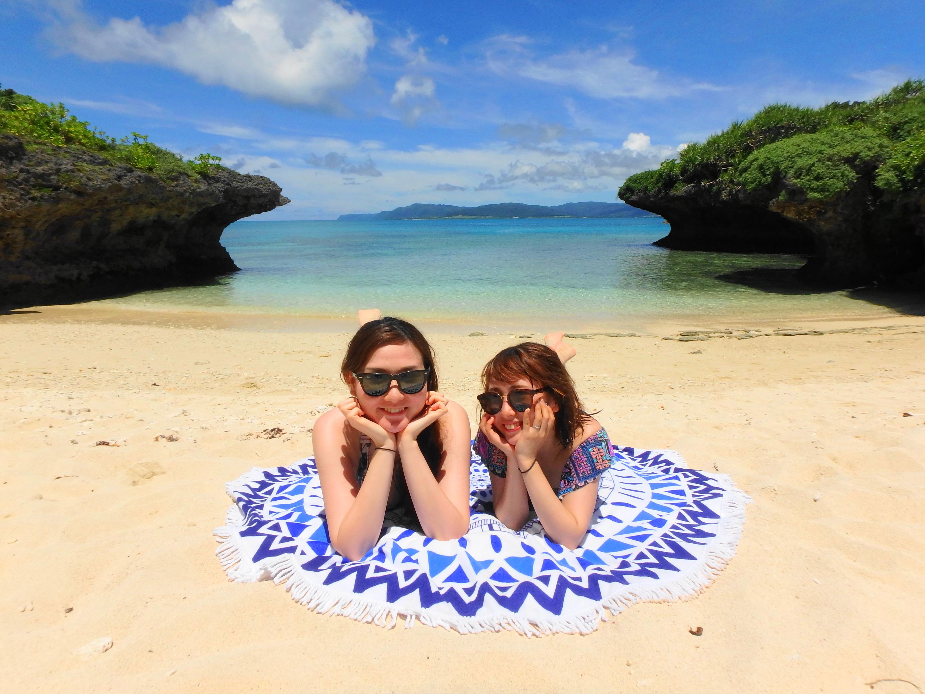 11月のパナリ島のビーチで休憩